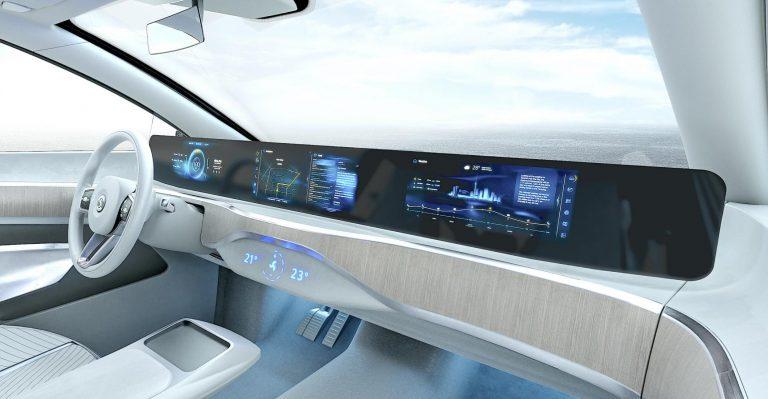 Des écrans pleine largeur étonnants s'étendront sur tout le tableau de bord en 2024