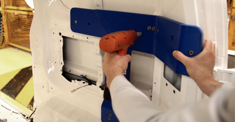 Impression 3D d'un luminaire dans l'usine Nissan de Barcelone