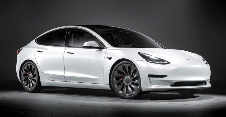 Le passage de Tesla aux moulages sous pression Giga Press pour le modèle 3 élimine 370 pièces