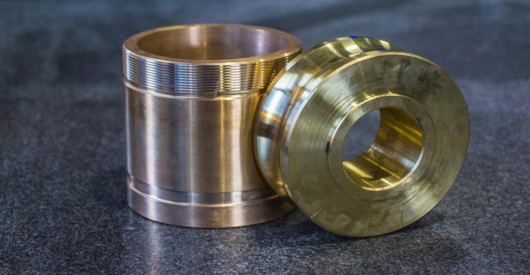 Les concepteurs profitent de la transition du métal vers d'autres matériaux.  Comment procéder au mieux?