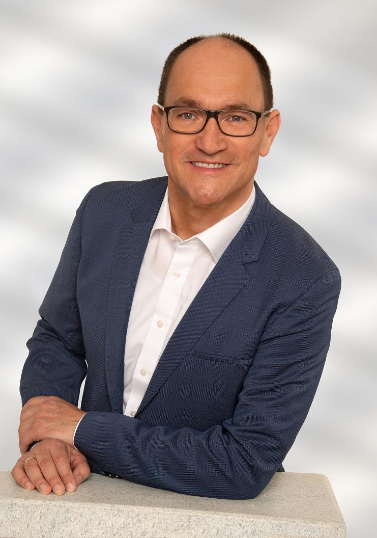 SMALLER 2019 Hermann Bild Pult Denk.jpg