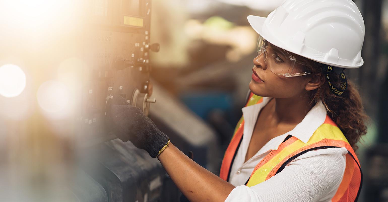 femme en milieu manufacturier