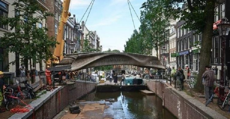 Vous voulez un grand projet d'impression 3D?  Essayez un pont en acier à Amsterdam