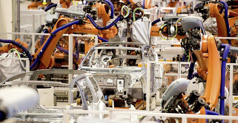 La production automobile bloquée par les pénuries de semi-conducteurs