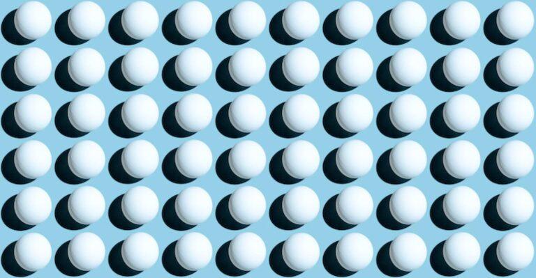 Le réseau de balles de ping-pong brille avec des LED, des commutateurs et un MCU