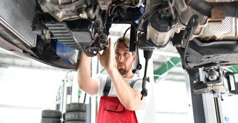 Les techniciens automobiles doivent se former aux hybrides et aux véhicules électriques